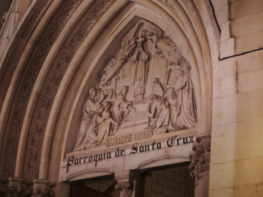 Pórtico de la parroquia de Santa Cruz de Madrid. Fotógrafo: Luis F. Roncero.