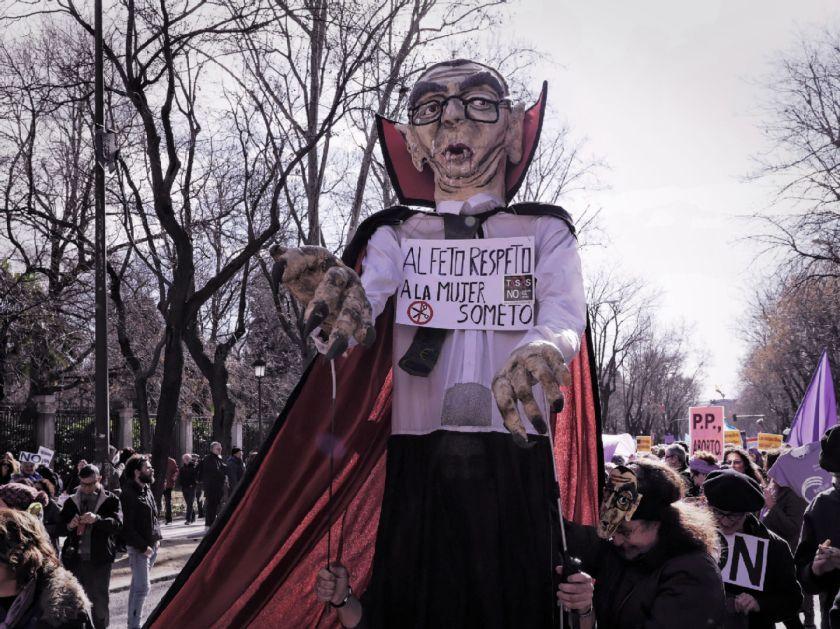 Guiñol de Alberto Ruiz-Gallardón. El Tren de la Libertad. Manifestación contra la Ley Gallardón del Partido Popular. Fotografía de Luis F. Roncero.