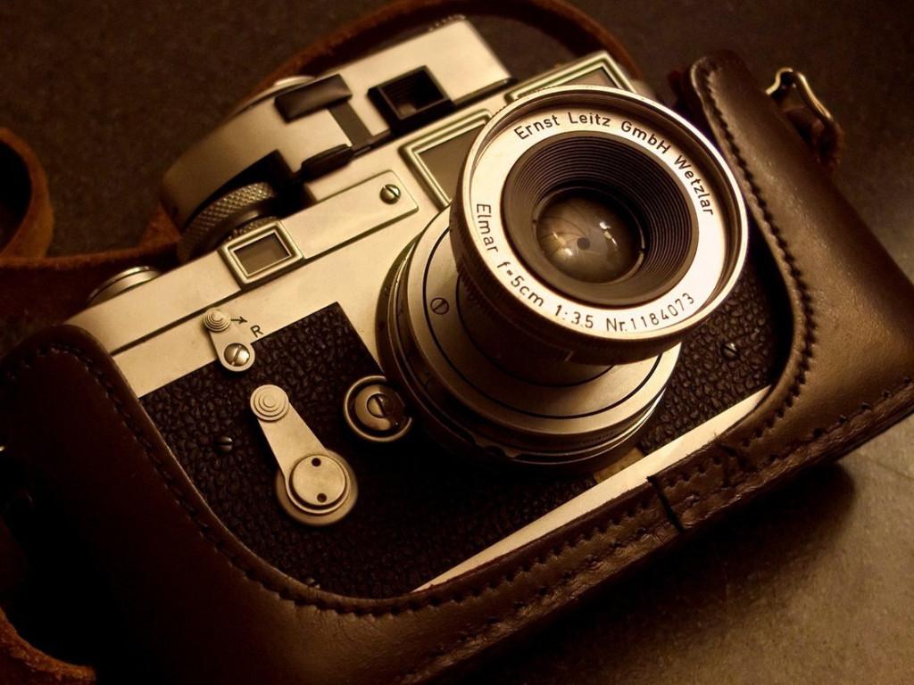 Cámara fotográfica analógica. Fotografía de Bcostin para ilustrar un texto sobre el proceso de trabajo fotográfico.
