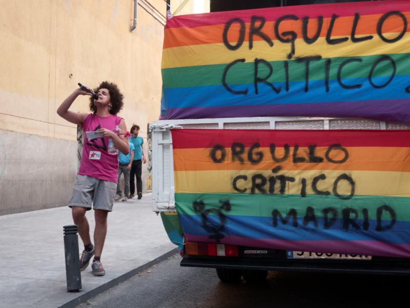 Orgullo Crítico Madrid. Bandera arcoiris. Manifestación del Orgullo Crítico en Madrid. Fotografía de Luis F. Roncero.