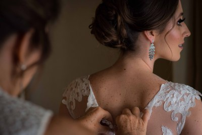 Bride Getting Ready Photography by Luis Ibarra Wedding Photographer in Mexico