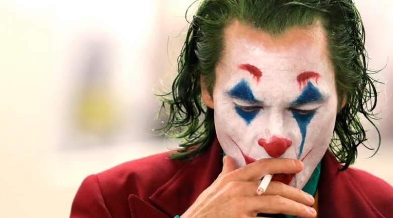 joker-fumando