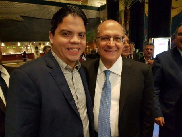 Luciano Genésio ao lado do governador Geraldo Alckmin
