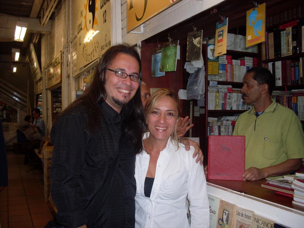 En una librería del centro con Gladys