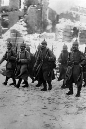 german-soldiers-trench