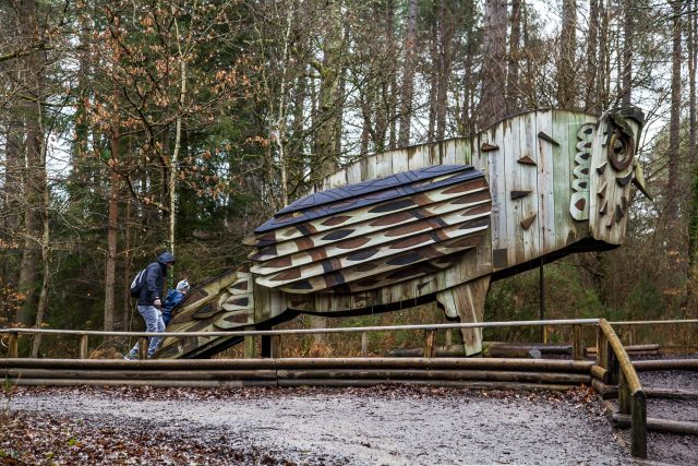 The giant wooden owl play sculpture on the Habitat Trail at Alice Holt, Farnham. For more on our day out, head to https://lukeosaurusandme.co.uk