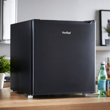 The VonShef Mini Fridge from Domu makes the absolute best Father's Day gift for the adventerous dad in your family. Read more here https://lukeosaurusandme.co.uk