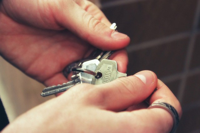 Two hands holding a bunch of house keys for a post on moving house.