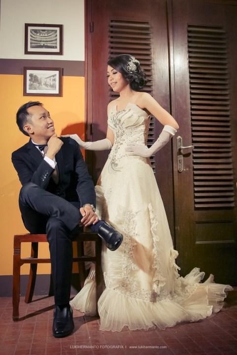 Foto prewedding dengan gaun penganten