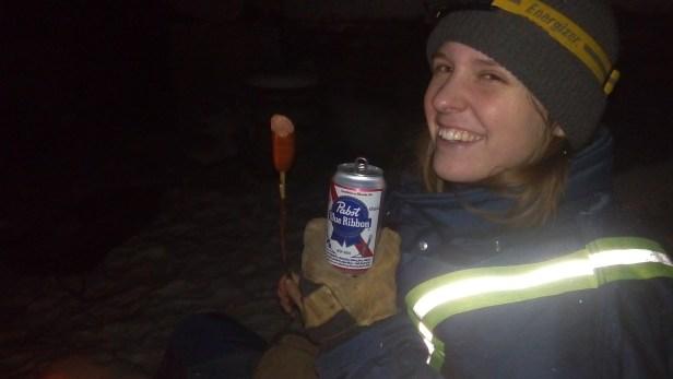 Ich freue mich. Mit Wurst und Pabst Blue Ribbon Bier ist der Heilige Abend gerettet.