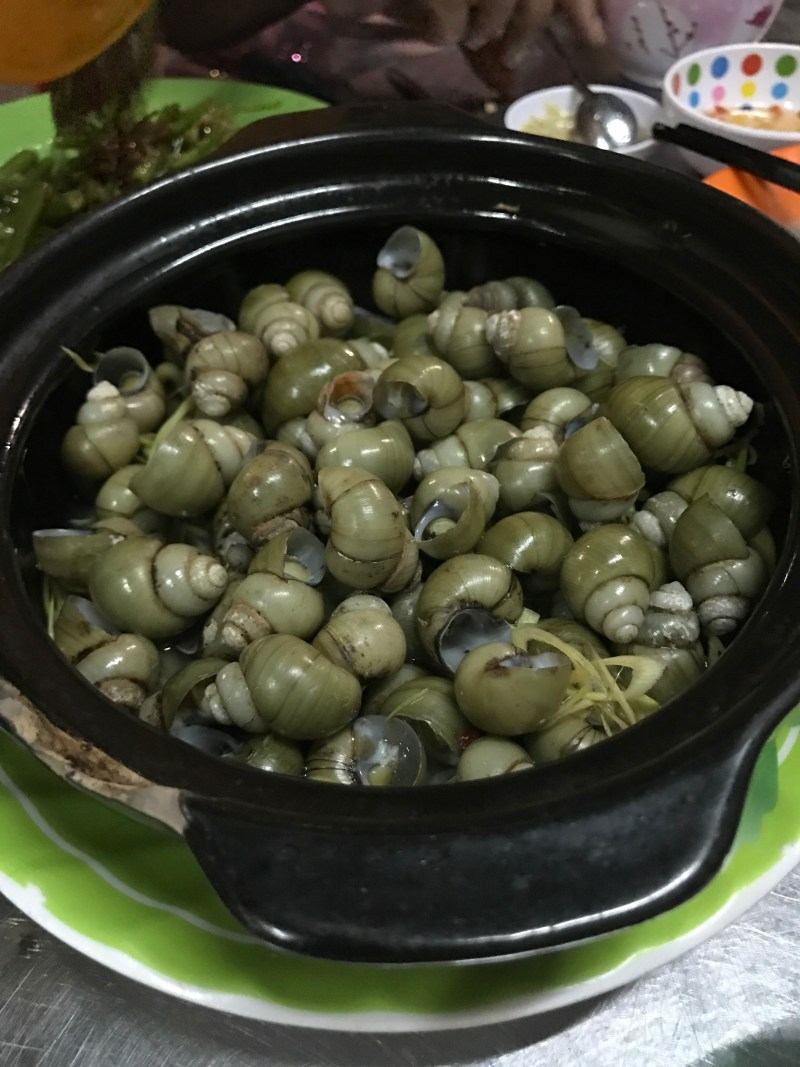 eating snails ho chi minh city