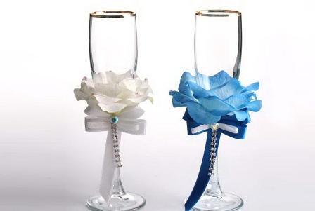 Белая и голубая розы