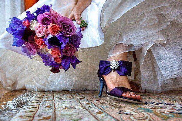 Синий букет в гармонии с цветом туфель