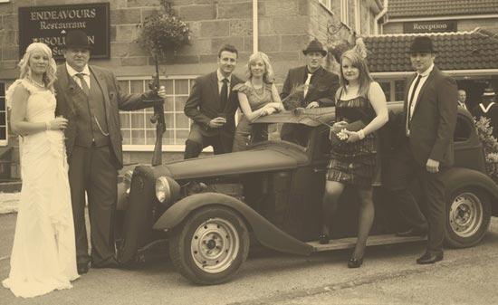 Черно-белая свадебная фотосессия в стиле чикаго