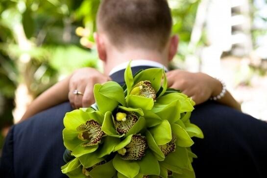 Зеленые орхидеи в букете невесты