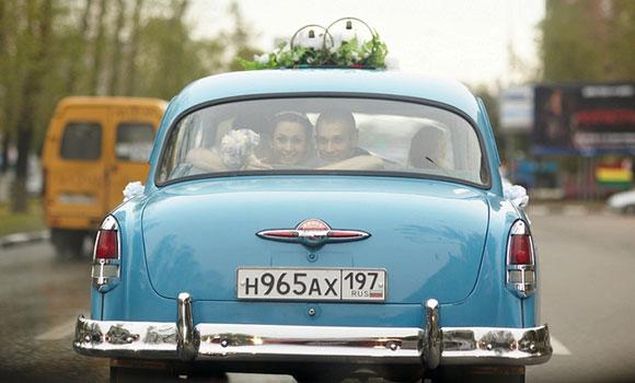 Декор свадебной машины в стиле 80х