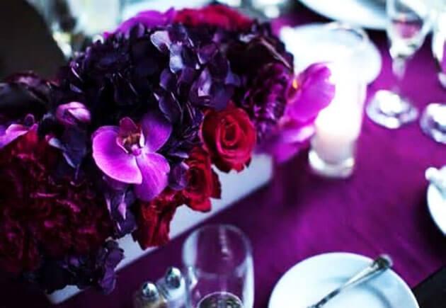 Декор свадебного стола в фиолетовом цвете