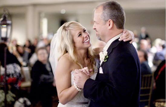 невеста танцует вальс с отцом