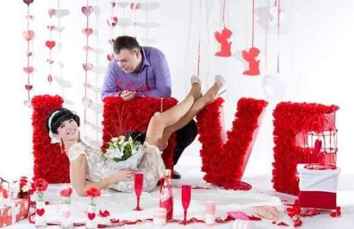 объемные буквы с декором в красном цвете