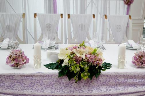 свадебный стол с цветами