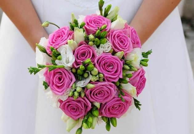 свадебный букет с розовыми розами