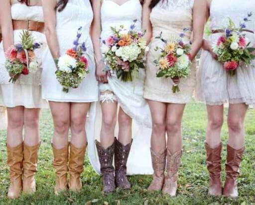 сапоги на невесте коричневого цвета