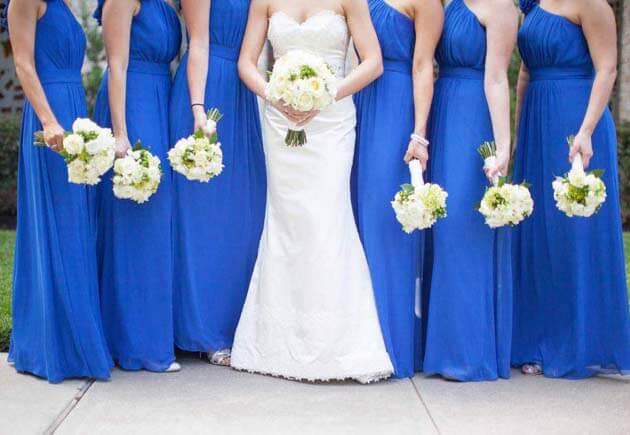 невеста в белом и подружки в синем