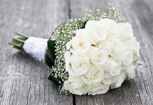 Свадебный белый букет из роз