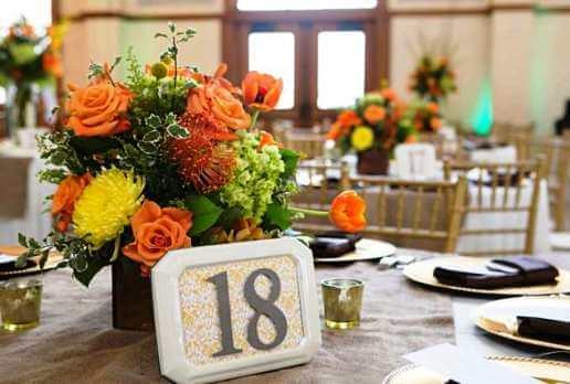таблички с номерами столов
