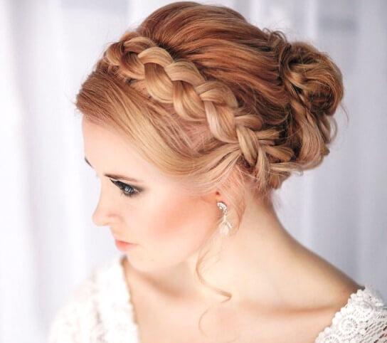 коса в прическе невесты