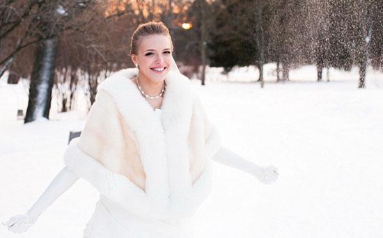 невеста зимой в белой накидке