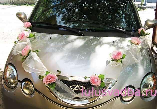 Украшение свадебной машины фатином и цветами своими руками