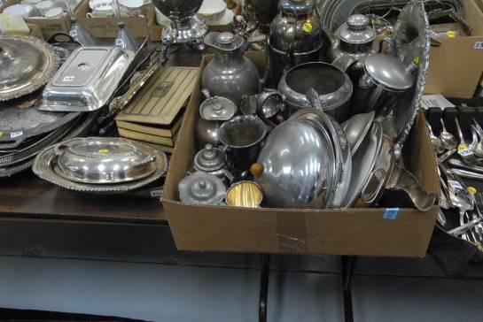 свалка из ненужных серебряных предметов