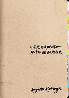 o que eu penso antes de dormir: capa do livro, lisa, em tom neutro, com o título ao centro alinhado à esquerda e nome do autor na lateral inferior esquerda.