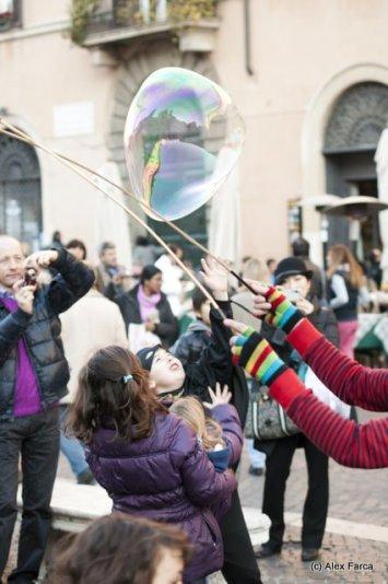 hiperbaloane de sapun la Carnavalul Copiilor