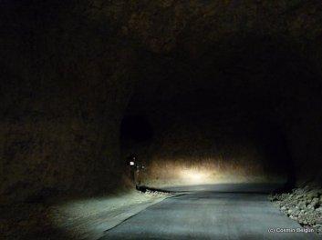 tuneluri sapate direct in piatra