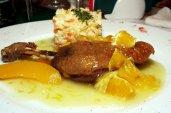 Pulpă de raţă cu sos de portocale şi piersici