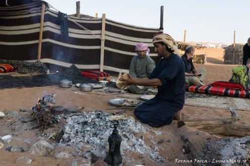 Beduinii pregatind micul dejun