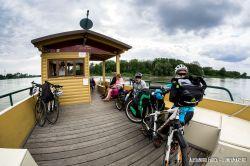 Altă barcă pentru bicicliști