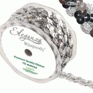 Bånd med sølvfarvede pailletter