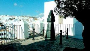 Estatua de una cobijada