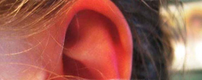 Почему горит левое ухо