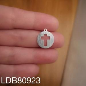 Dije bañado en plata de 15mm Cruz calada LDB80923