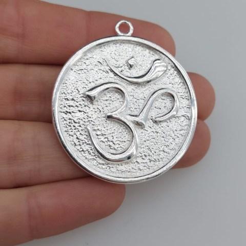 Dije bañado en plata de 36mm Medallón Om LDB81378