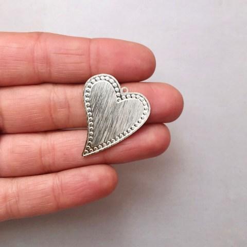 Dije bañado en plata de 30mm Corazón Puntos LDB81932