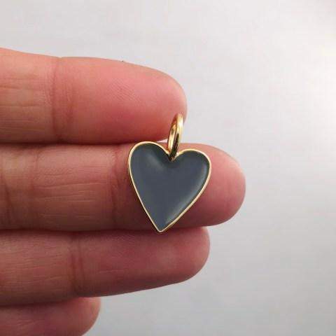 Dije bañado en oro 18k de 19mm Corazón Esmalte Gris Oscuro LDB81971