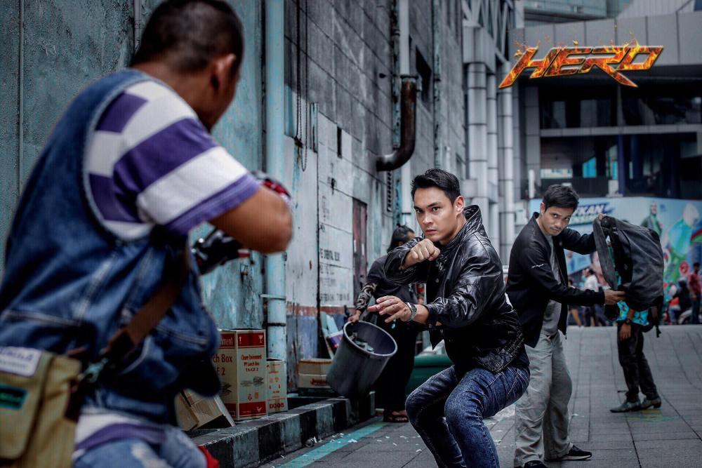Aksi pertarungan Filem Hero Jangan Bikin Panas