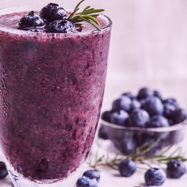 blueberry smoothie from Luna Voda coaching