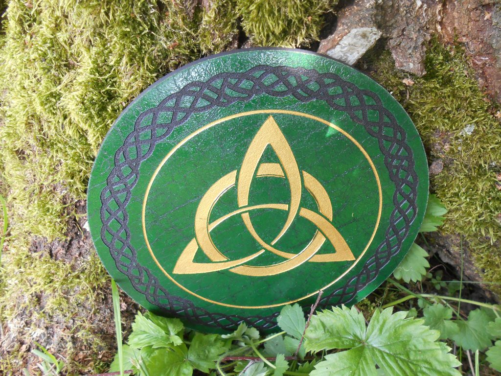Triquetra bois symbole wicca