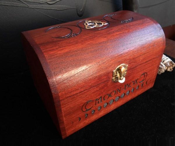 ésotérique boite de rangement gravée wicca